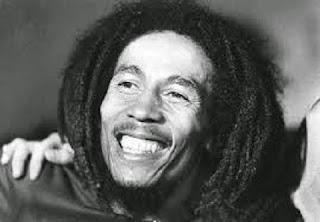 Bob Marley: O cantor morreu com apenas 36 anos, mas deixou 12 filhos (se não mais!). Ele adotou Sharon, filha do primeiro casamento de sua esposa Rita. Com ela, teve Cedella, Ziggy, Stephan e Stephanie. Mas não parou por aí! Seus inúmeros affairs renderam Robbie, Rohan, Karen, Julian, Ky-Mani, Makeda e Damian, filho de Cindy Breakspeare, Miss Mundo de 1976.