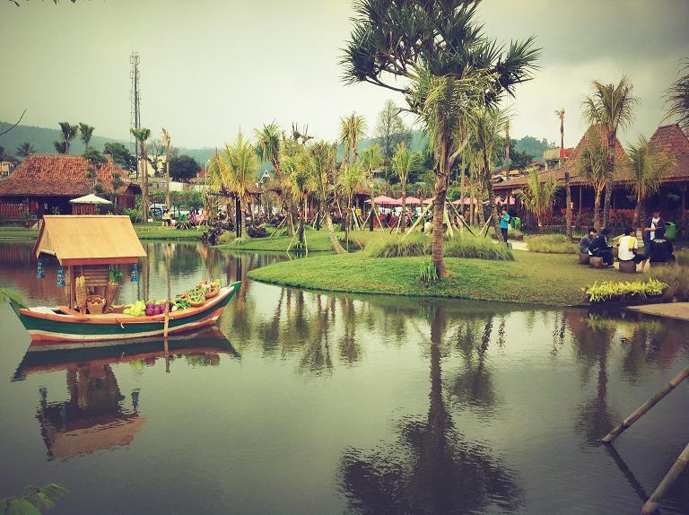 5 Atraksi Wisata di Floating Market Lembang Bandung