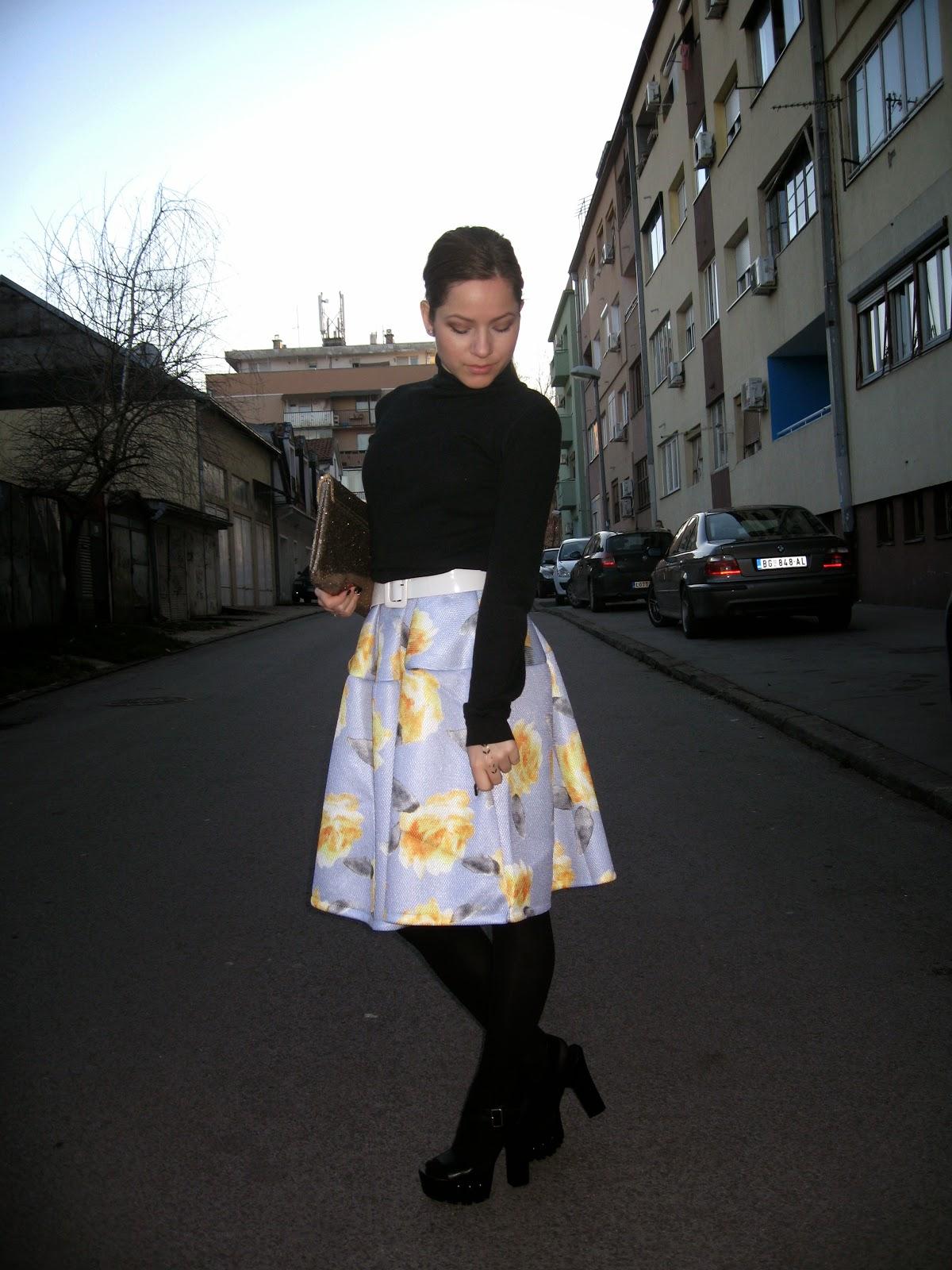 outfit, choies dress, choies.com, blue floral print puff midi dress, black turtleneck, black chunky shoes heels, gold clutch, black tights