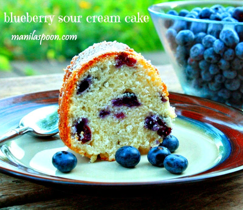 This Blueberry Sour Cream Cake tastes as yummy as it looks! Many have ...