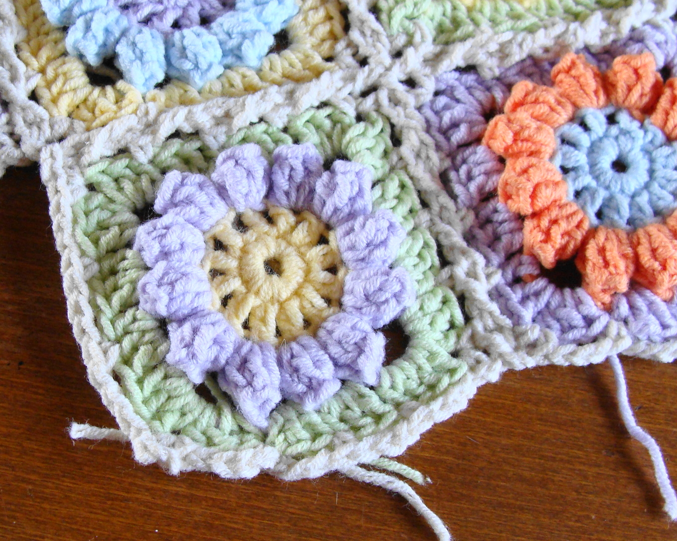 Knitting meeting granny flower square free pattern