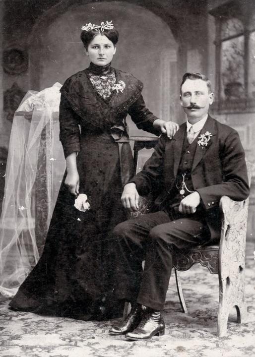 jeaneth aguilar: novias vestidas de negro