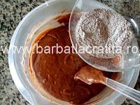 Prajitura cu branza dulce si stafide preparare reteta