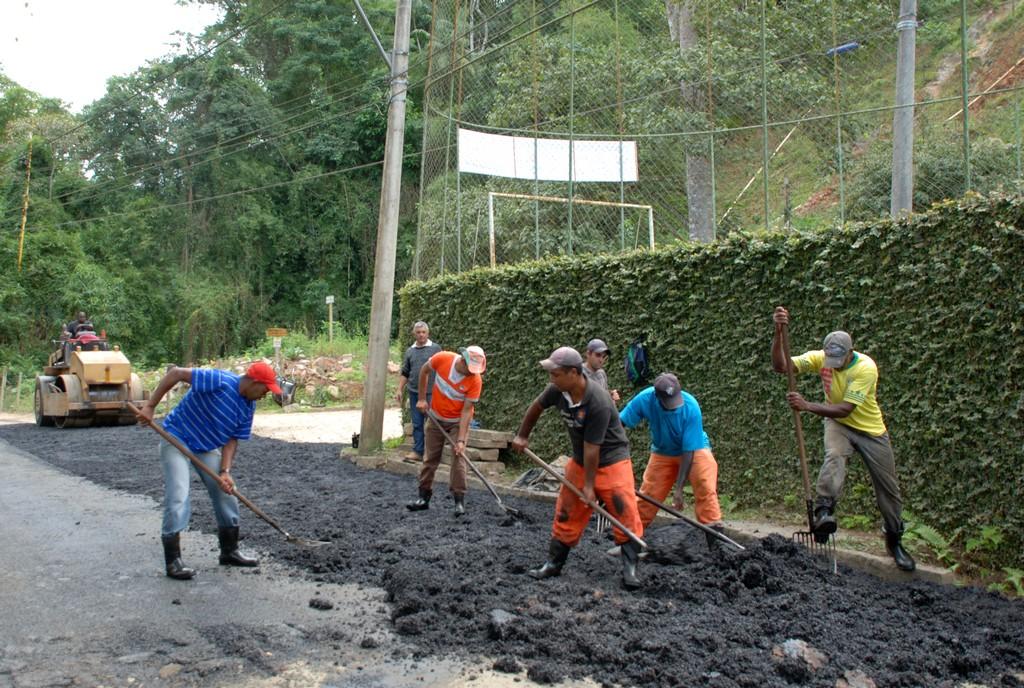Outra região beneficiada com asfaltamento, nesta quinta-feira, 25, é a comunidade do Campo Grande, na Posse