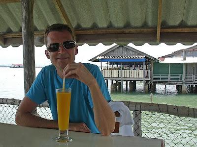 Pause dans un restaurant sur pilotis à Koh Lanta