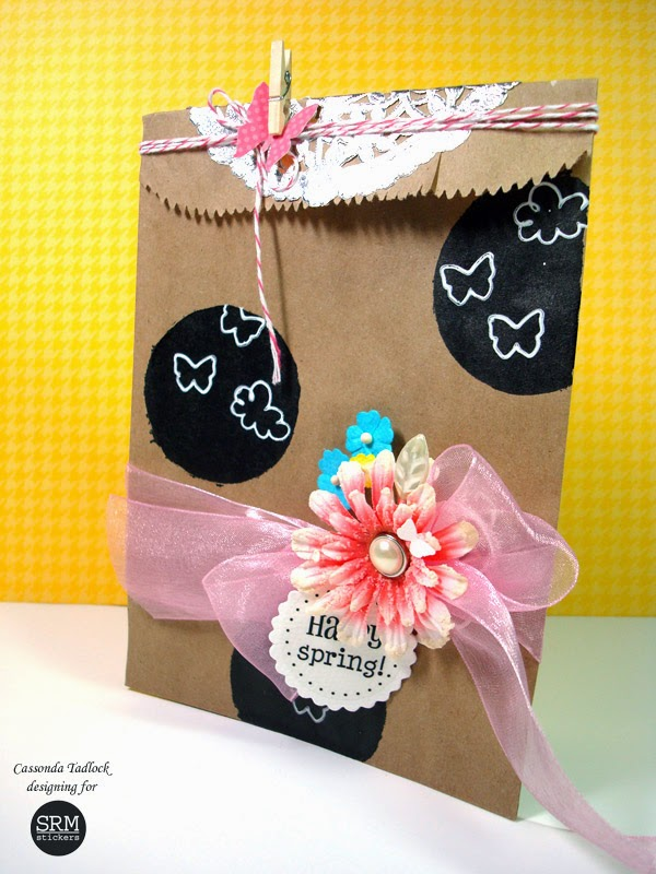 SRM Stickers Blog - Chalkboard Kraft Bag  by Cassonda - #kraft #kraftbag #twine #punchedpieces #stickers #sentiments #spring #doiliy #EASYchalkboardmarker #chalkboard #janesdoodles #clearstamps #twine #DIY