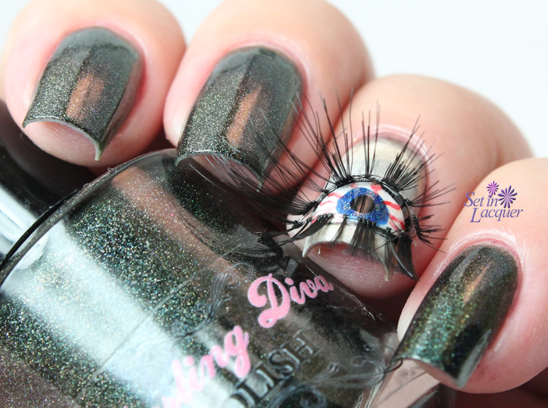 Creepy Halloween Nail Art with eyelashes