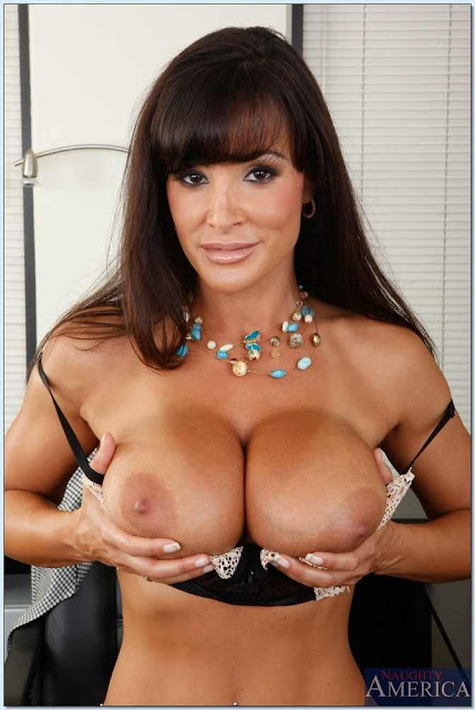 Porn Star Lisa Ann Hot HD Photo
