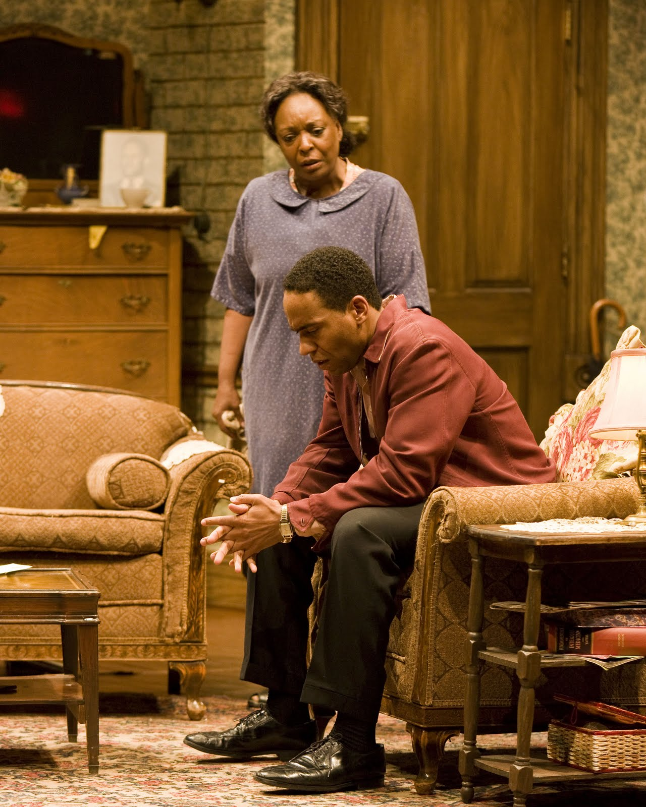 an analysis of the struggles in a raisin in the sun by lorraine hansberry The youngers struggle with competing dreams and racial intolerance in lorraine hansberry's seminal work, which remains a resonant story of hope and the need to retain dignity in a hostile world a noise within's a raisin in the sun cries out to be seen.