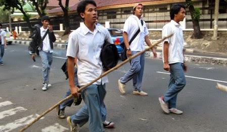http://karangtarunabhaktibulang.blogspot.com/2014/08/inilah-kebiasaan-buruk-anak-sekolah-jaman-sekarang.html