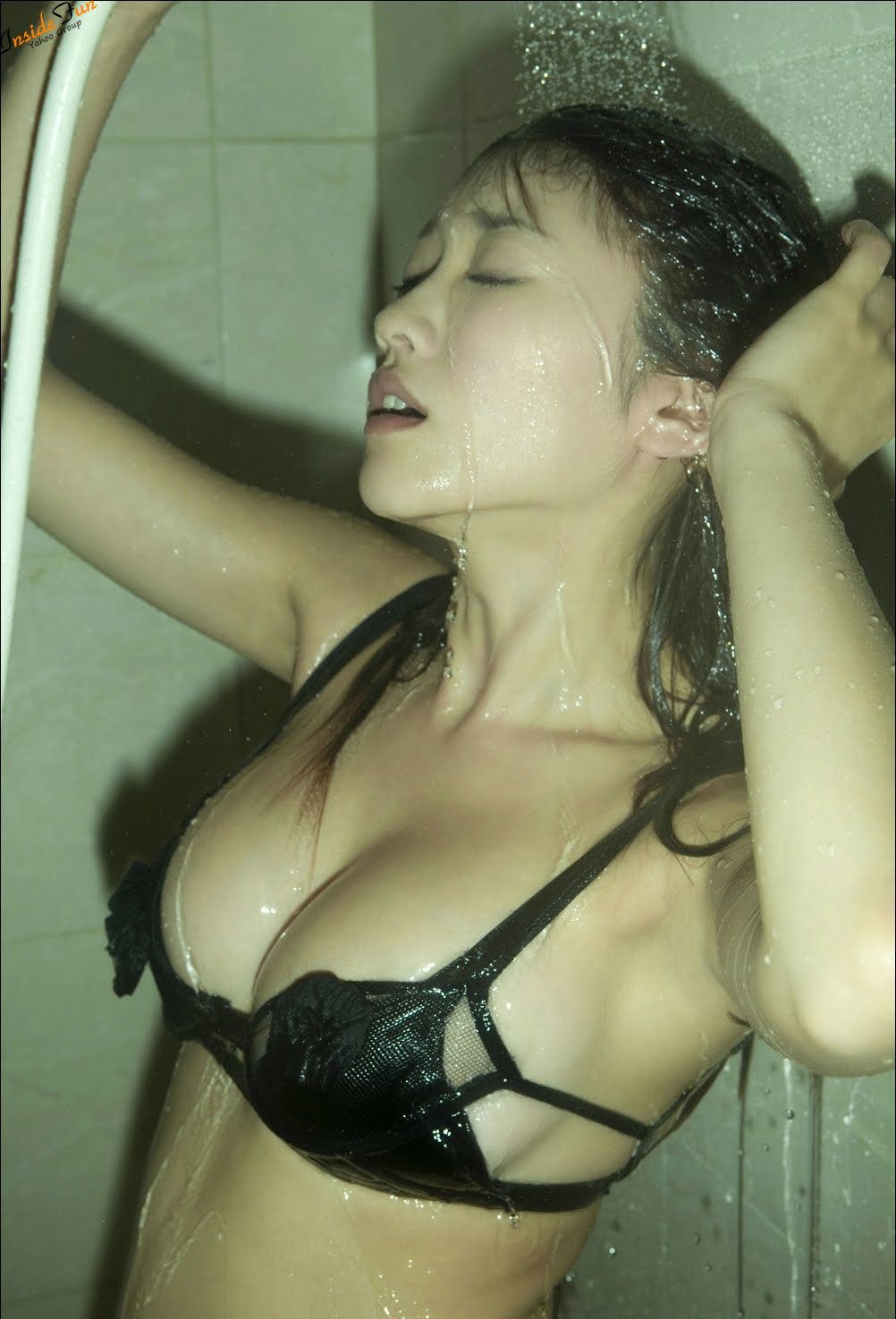http://2.bp.blogspot.com/-_Jr_UnV2wh0/Tg2EIH5DZpI/AAAAAAAAAw0/obRFwMZsOJo/s1600/Mikie_Hara_YS_Web_Black_Bra_Panties_Shower_Photo_402.jpg