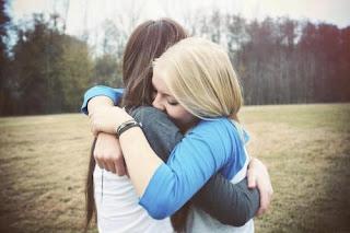 תוצאת תמונה עבור girls hug tumblr