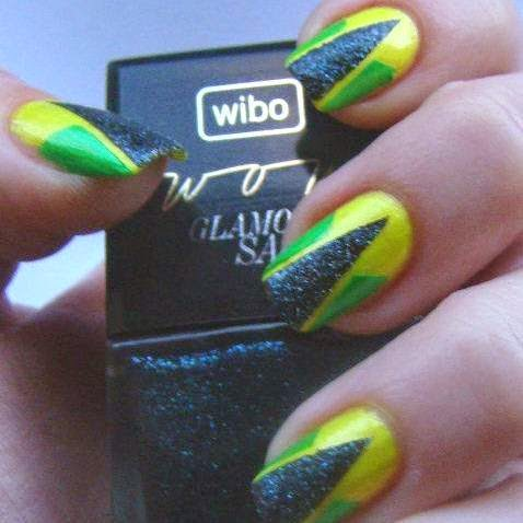 http://prettynailsbykasia.blogspot.com/2014/10/31dc2014-day-4-green-nails-geometric.html