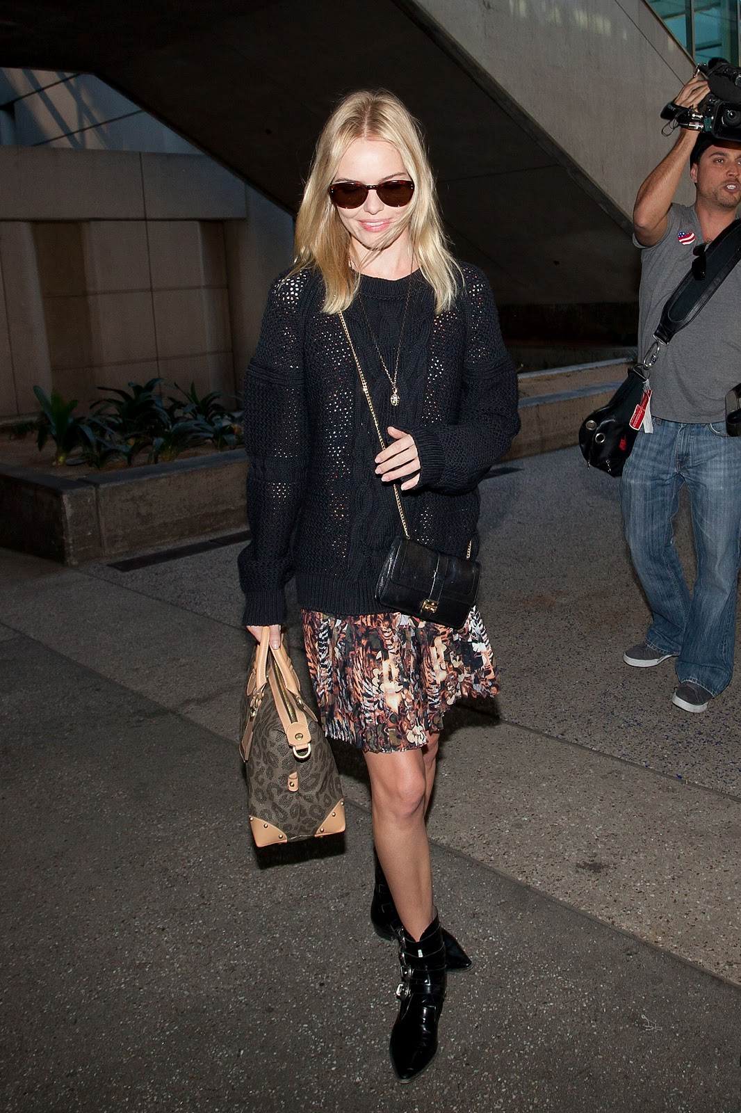http://2.bp.blogspot.com/-_K84Ob1pVWE/T48MR3LOrDI/AAAAAAAAD48/IkZPneKG3gs/s1600/CU-Kate+Bosworth+arrives+at+LAX-04.JPG