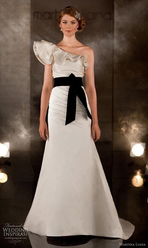 Kim kardashian konnubial for How much are martina liana wedding dresses