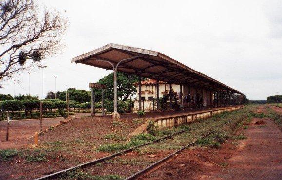 Em 1986, a estação já estava abandonada. A estação, ainda longe do centro, fica do outro lado da rodovia Euclides da Cunha. Está em 2009 habitada por uma família que a conserva.