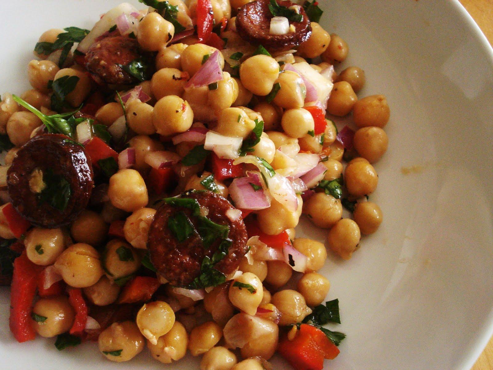 Para un apuro ensalada de garbanzos con chorizo y espinacas for Cocinar garbanzos con chorizo