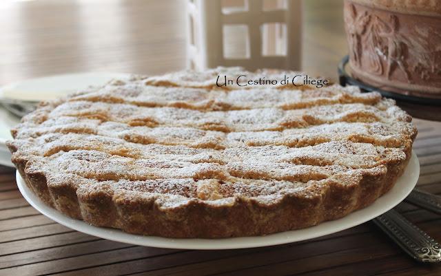 crostata con crema frangipane al cocco