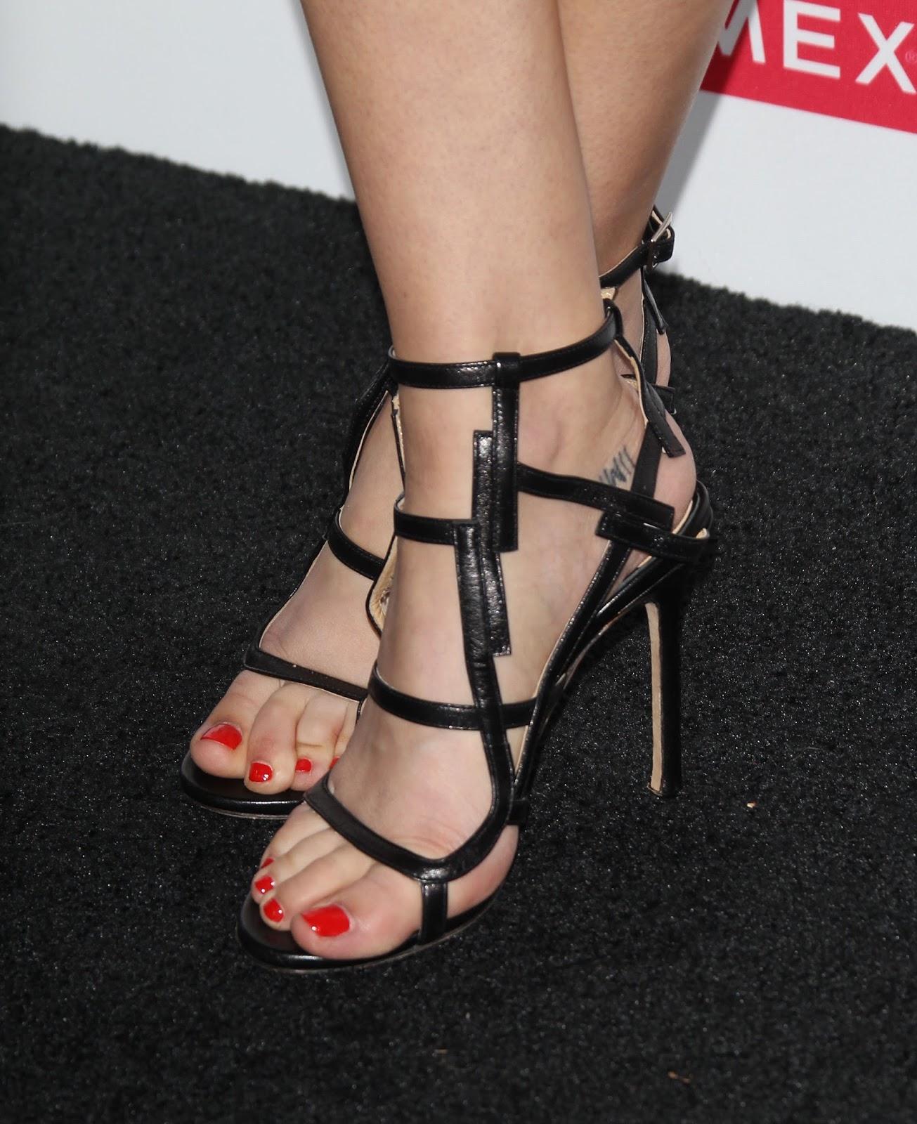 braless Feet Carly Taylor naked photo 2017