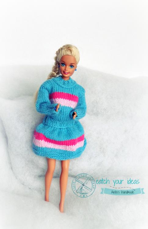 barbie-w-spódniczce-i-sweterku-na-drutach, barbie-sweterek, barbie-sweter-na-drutach, ubranka-dla-barbie, knit-barbie-clothes, knit-barbie-pulover, barbie-winter-outfit