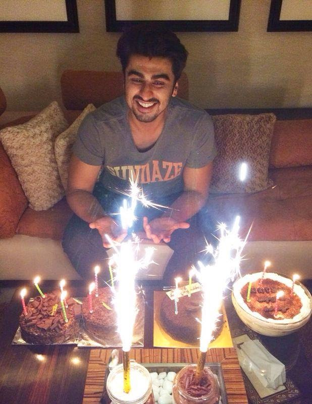 Arjun Kapoor Celebrates hist birthday last night at his home-some exclusive pics