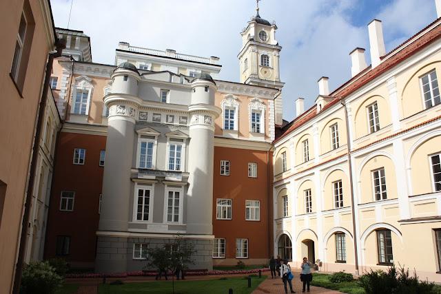 Vilnius, Vilna, Lituania, Universidad, patio del Observatorio