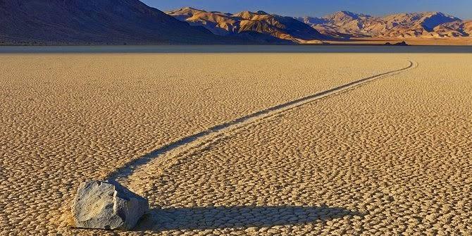 Death Valley - Batu berjalan