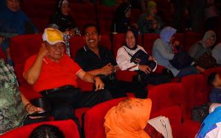 "Ishak Mekki Menyaksikan Film ""Habibie & Ainun"""