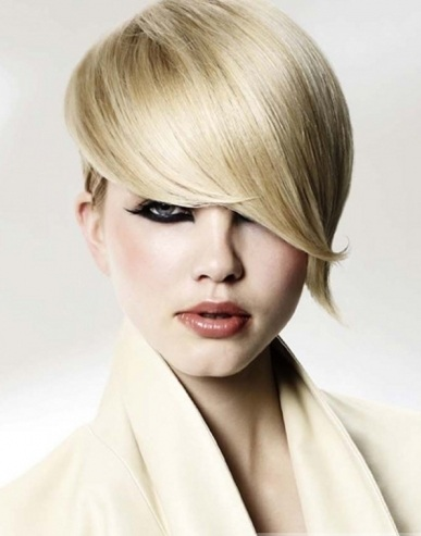 Sultry Short Blonde Hairstyle 2014