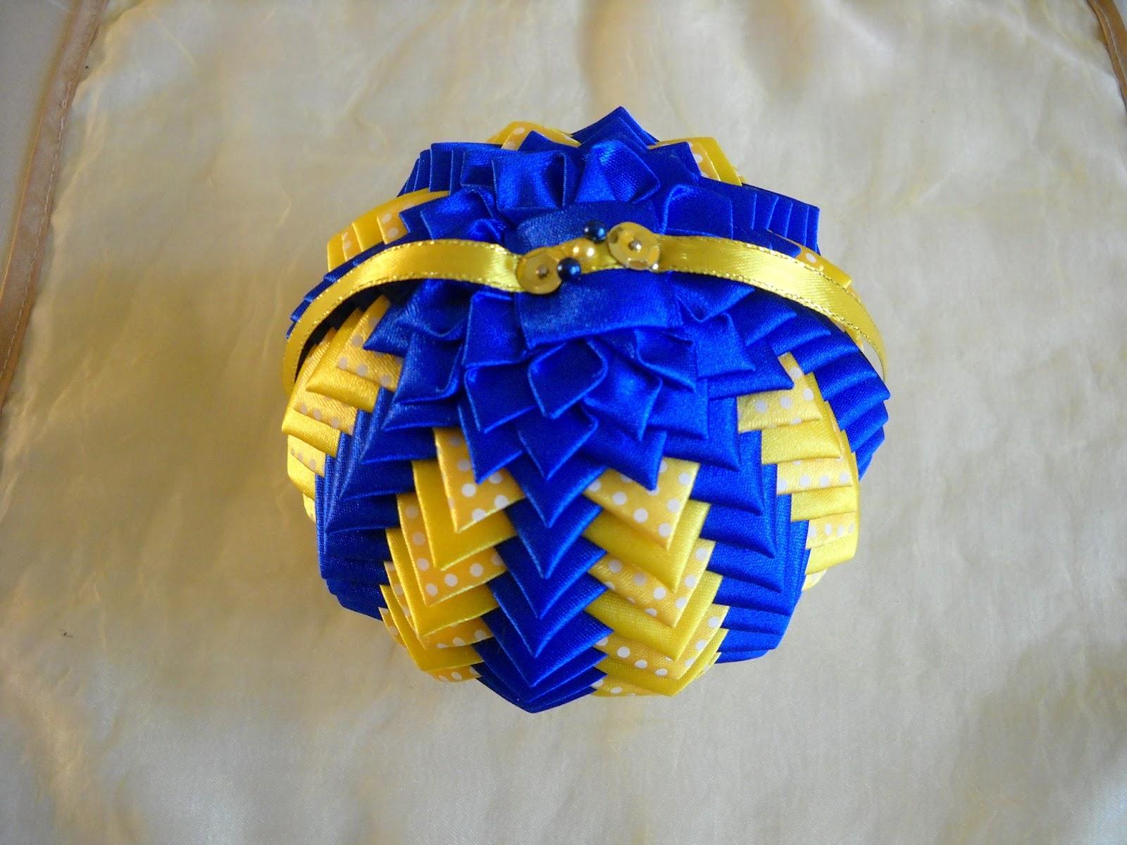 Елочные шары из лент своими руками 41