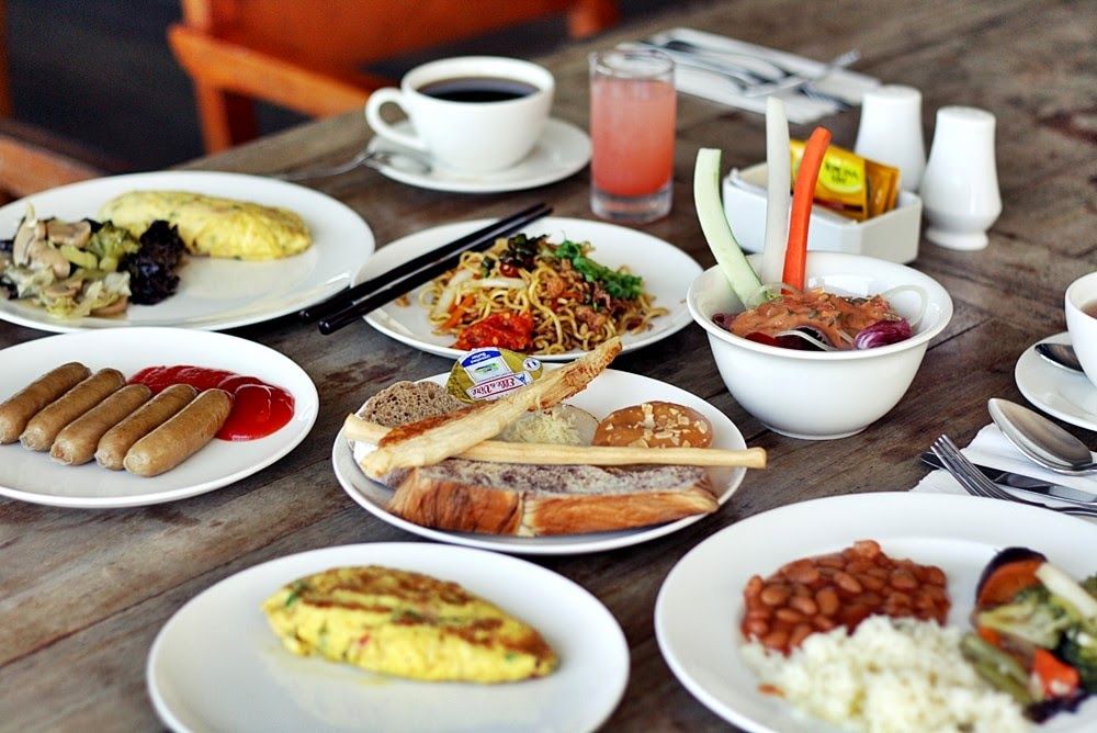 MONTIGO RESORT'S BREAKFAST ON DELUXSHIONIST TRAVEL LUXURY BATAM SINGAPORE VILLA