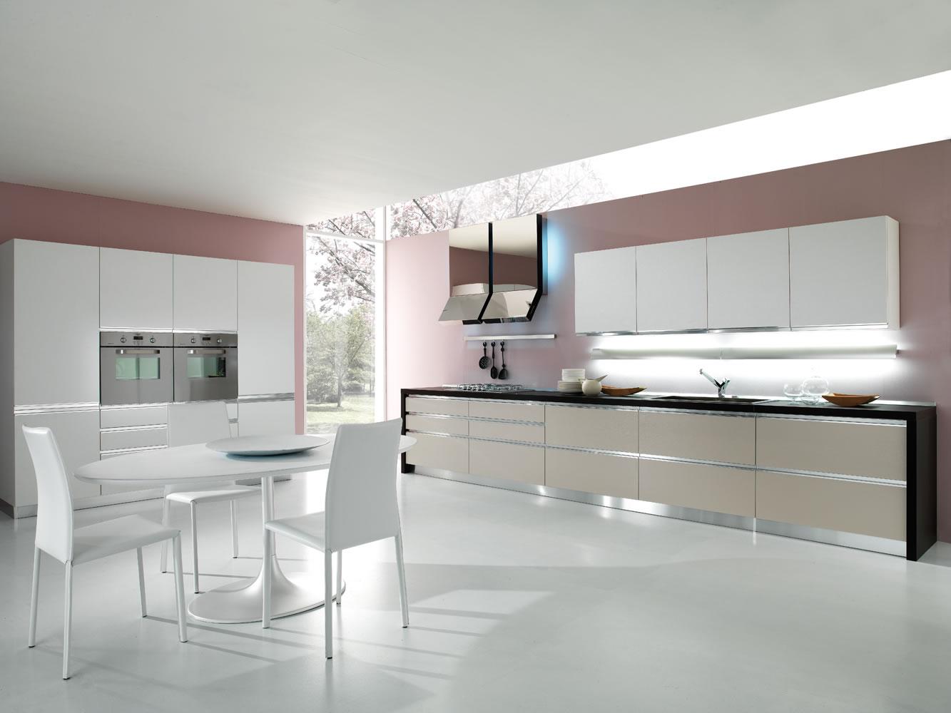 Una cocina para el relax cocinas con estilo for Cocina blanca encimera beige