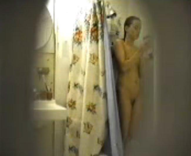 Espiando a las hermanas desnudas