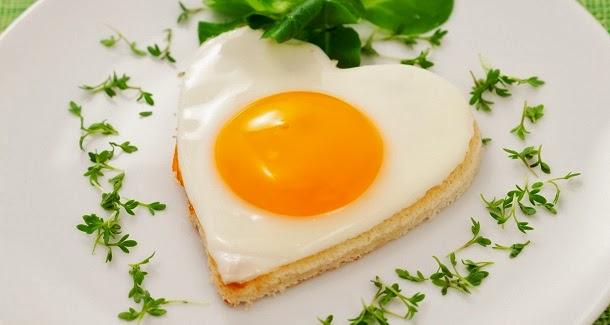 Como fritar um ovo em forma de coração para o dia dos namorados