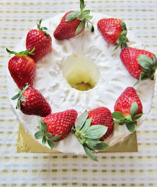 Nomsies Kitchen : Strawberries & Cream Chiffon Cake