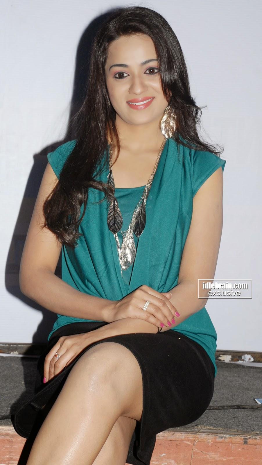 Reshma milky thigh n bare legs