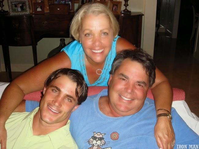 Greg Plitt ao lado dos pais - Foto: Per Bernal
