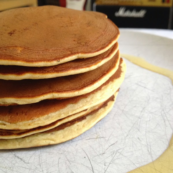 protein banana pancake stack. #pancakes #breakfast hungrylittlebear.blogspot.com