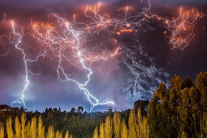 Espectaculares fotos de un poderoso volcán en erupción en Chile