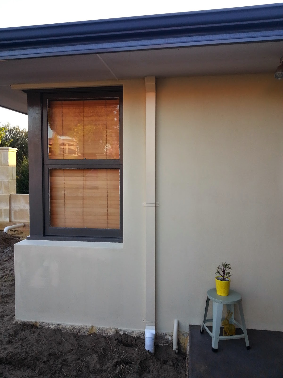 Jarrah jungle before and after window frames with dulux paint - Dulux exterior paint colour schemes property ...
