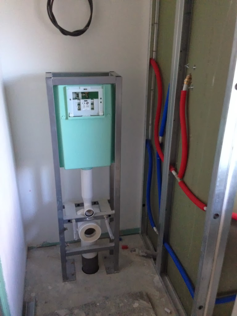 L 39 installation de la baignoire for Amenagement wc suspendu