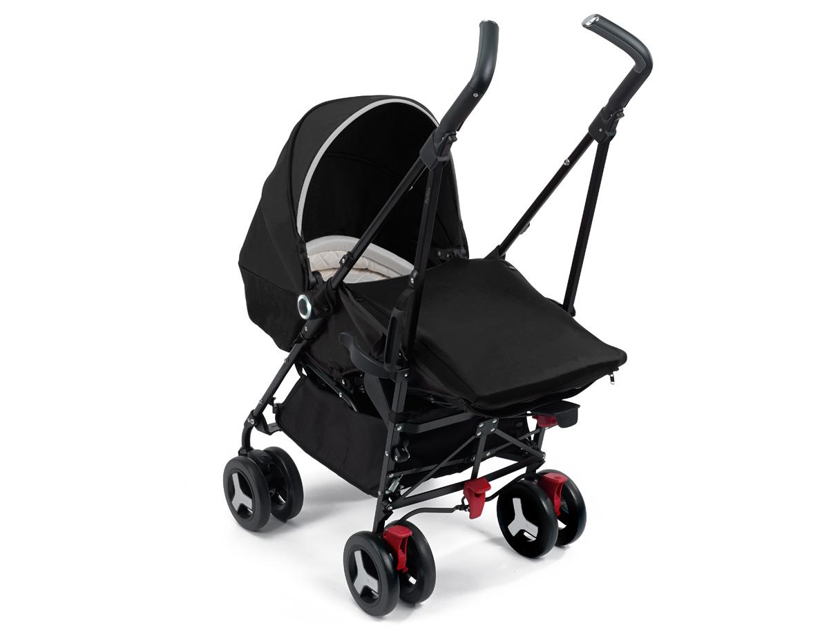 llevar a un bebé recién nacido y otro carro