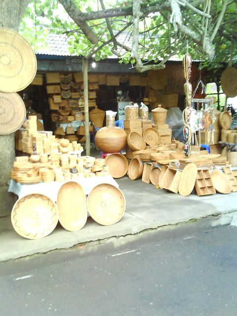 proses menenun kain gringsing kain tenun gringsing masyarakat menjual ...