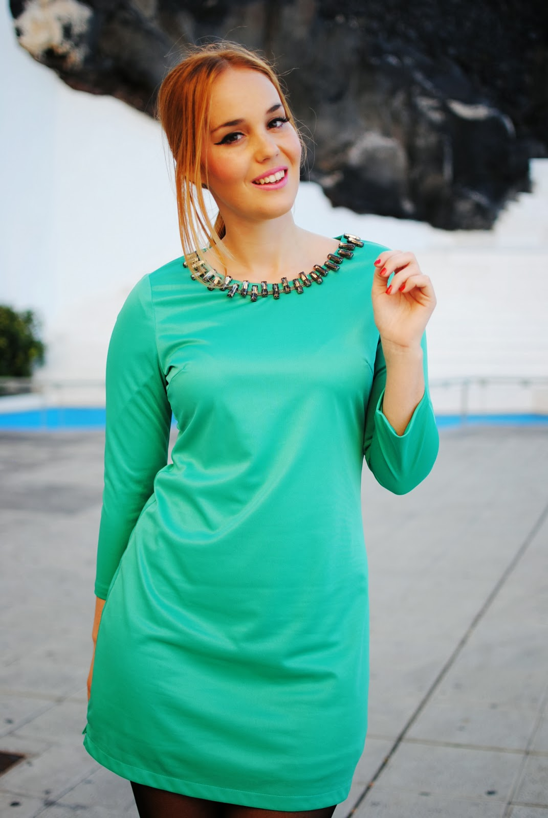 nery hdez, persunmall, persunmall blogger, green dress, blonde, rhinestones necklace