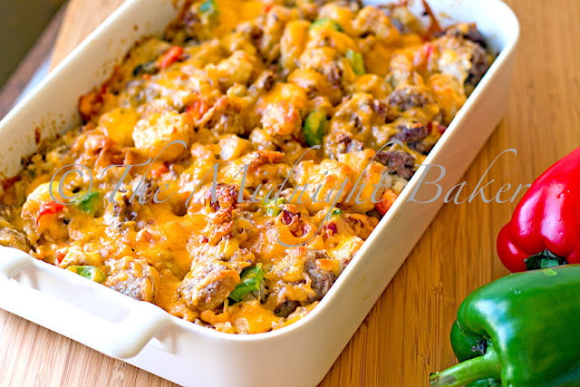 Twisted Tater Tot Casserole | bakeatmidnite.com | #casseroles #tatertots #groundbeef