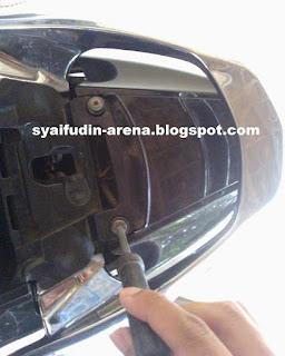 Cara Mengganti Lampu Rem Motor