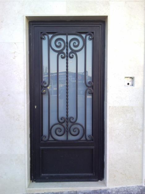 Herreria alberto garcia puertas for Puertas de madera con herreria