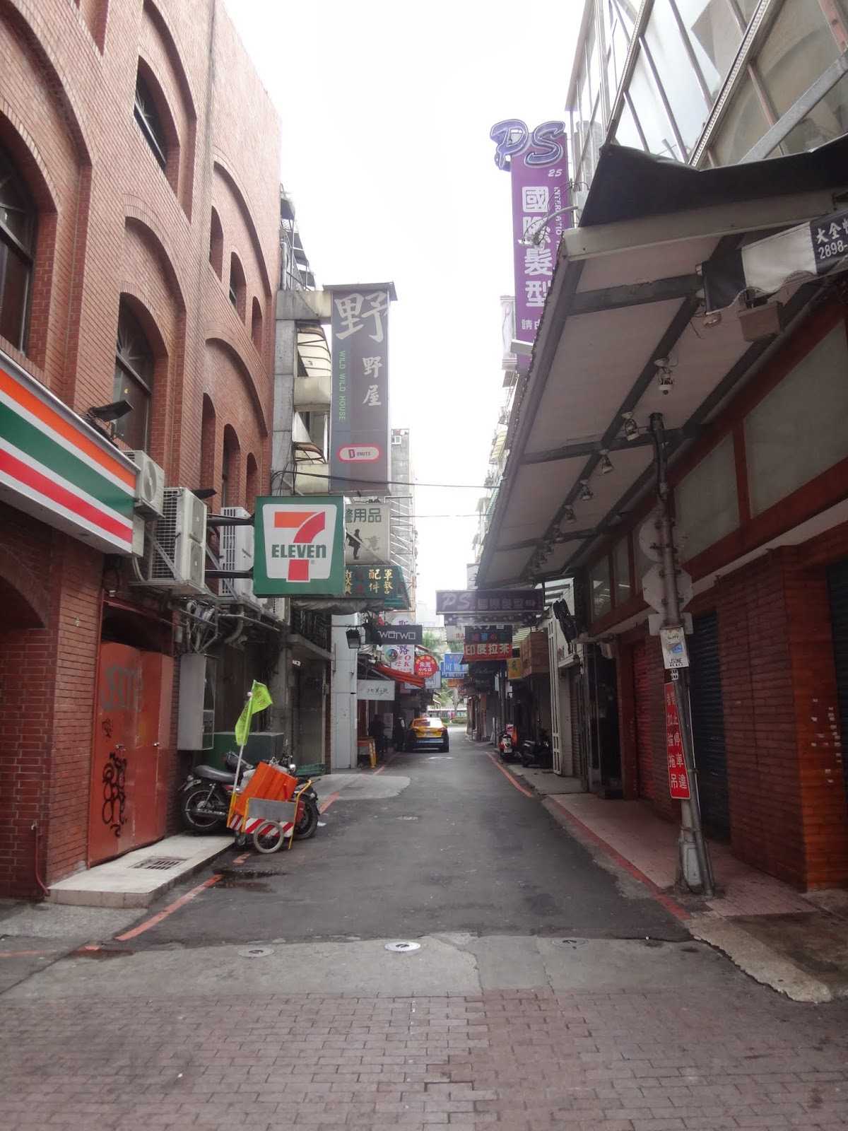 There is a small alley next to 7 Eleven where you walk a few meters and you will see the signboard of Via Hotel