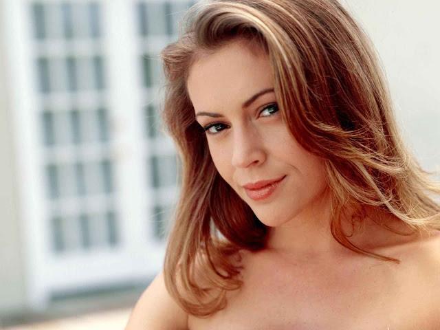 Alyssa Milano have a perfact face