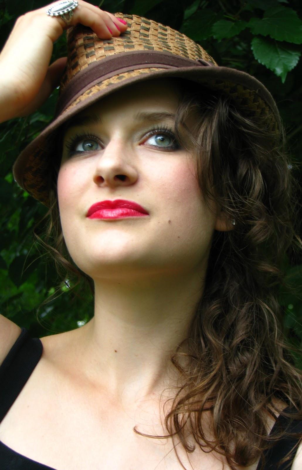 http://2.bp.blogspot.com/-_P1duyUNBL4/T1CYe-bubRI/AAAAAAAADI4/URhz3mERAxw/s1600/Audrey+Hepburn.jpg